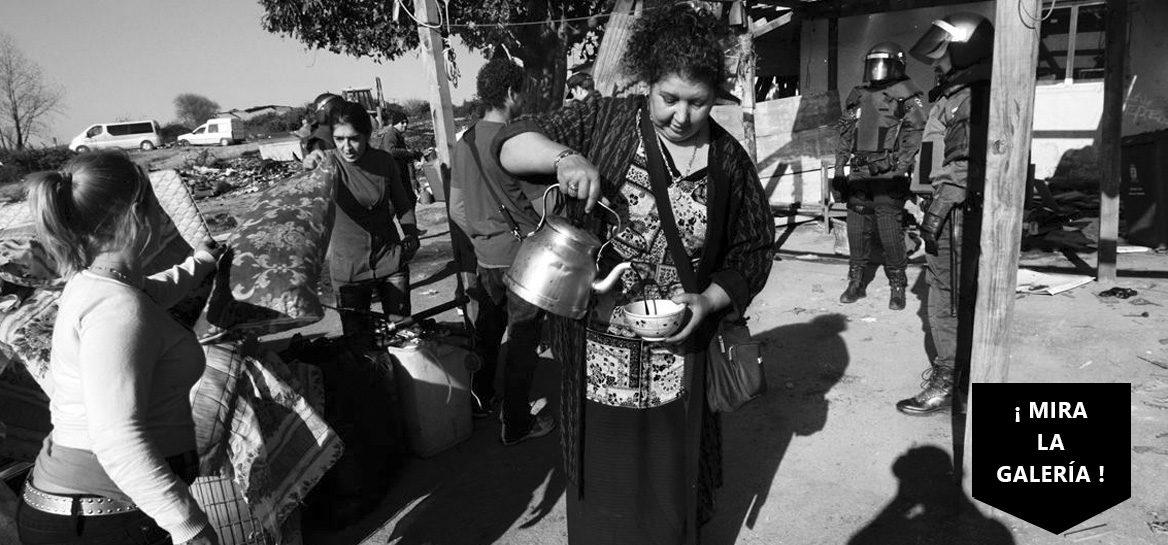 Gitana-echando-cafe
